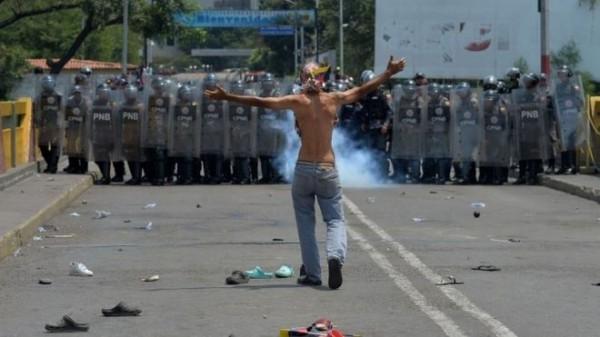 베네수엘라 시위 현장.jpg
